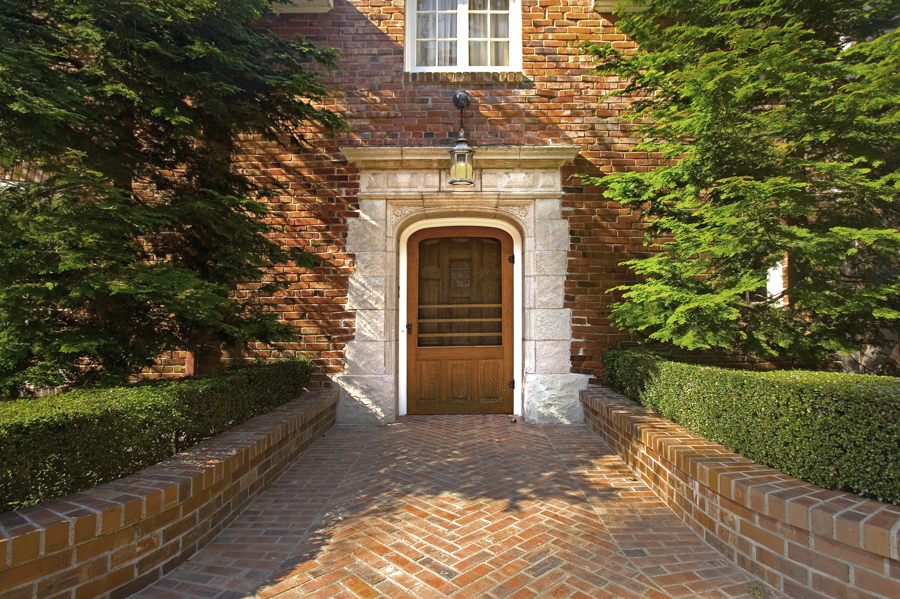Broadview_Estate_doorway